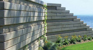 Grande stone retaining wall in Stoney Creek and Fergus